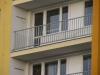 detail-balkonoveho-zabradli-cinzovniho-domu